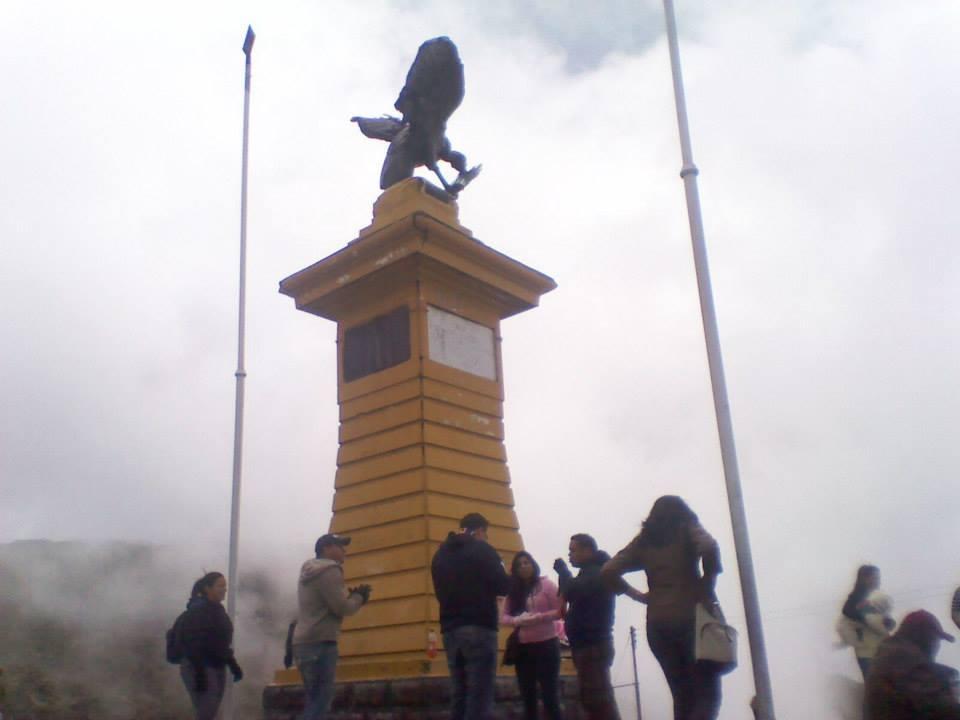 Collado del Condor, Pico El Aguila
