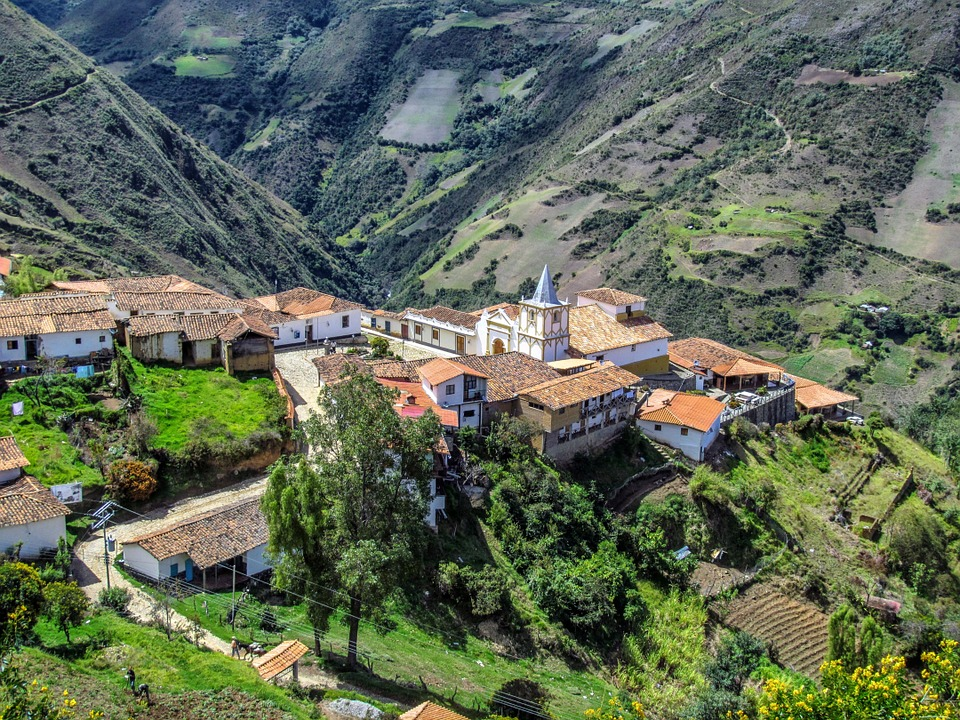 vista de Mérida, entre montañas.